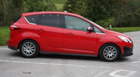 Ford C Max Ecoboost rossa fianco