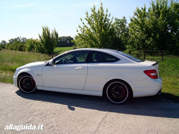 Mercedes C63 AMG Performance Coupe dimensioni