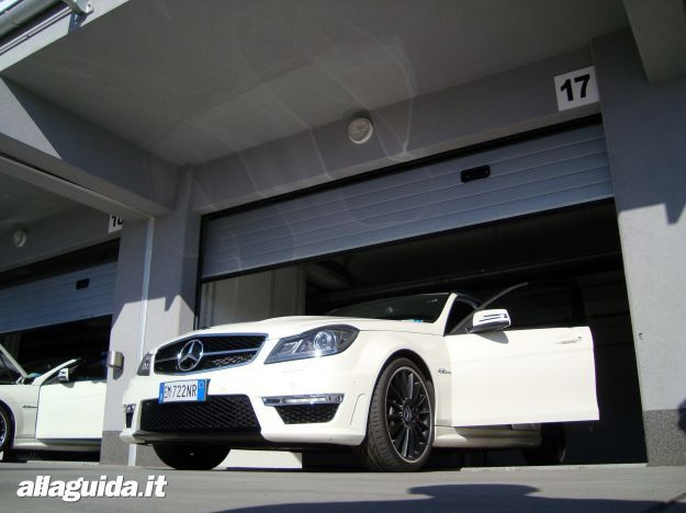 Mercedes C63 AMG Performance Station Wagon frontale