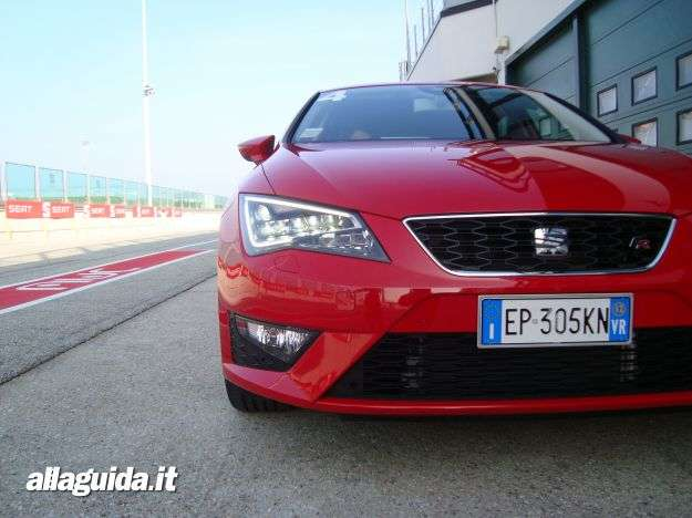 Nuova Seat Leon 2013 fari full LED