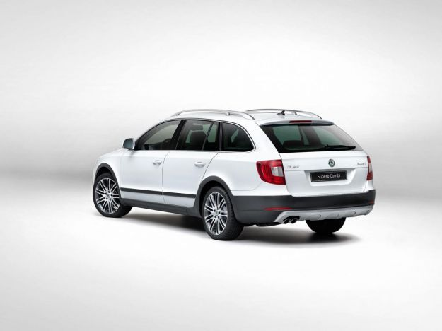 Skoda Superb Wagon Outdoor posteriore
