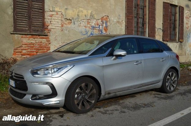citroen ds5 dimensioni