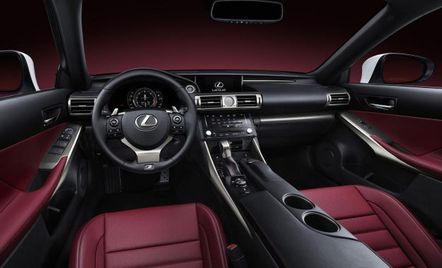interni, Lexus IS hybrid