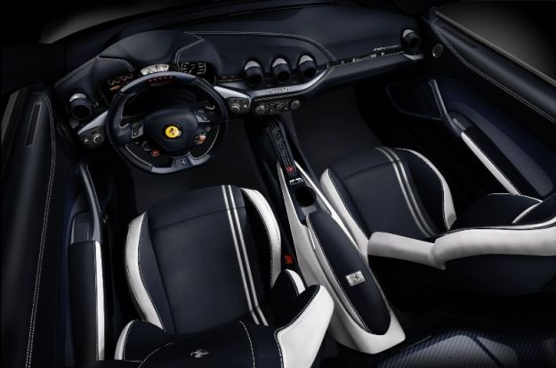 interni e abitacolo F12 Polo Edition