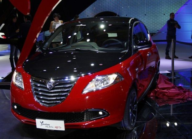 lancia ypsilon black&red estetica