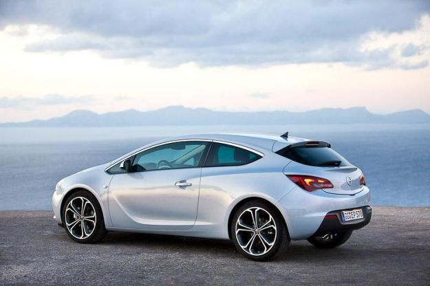 opel astra gtc 2011 laterale