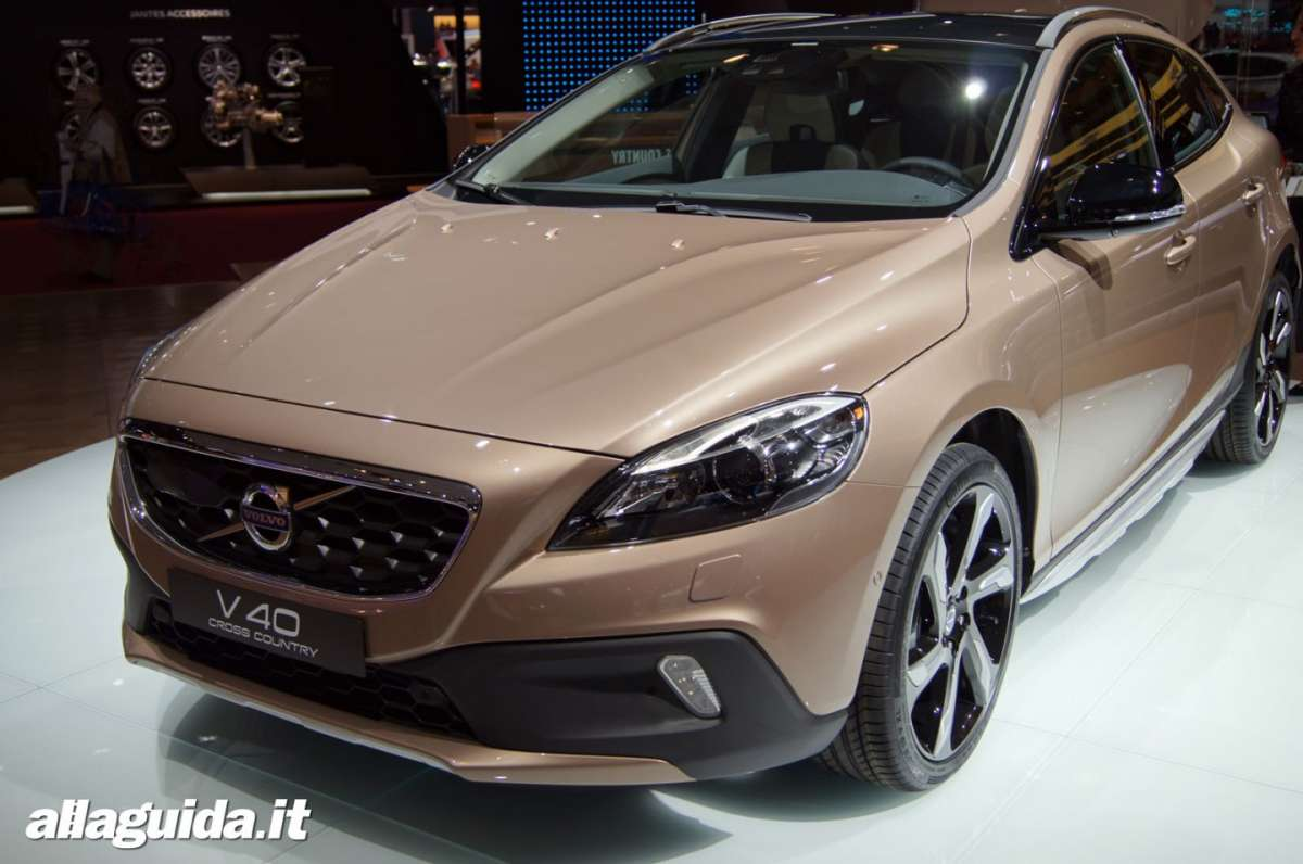 Volvo V40 Cross Country, Salone di Parigi 2012 - 01