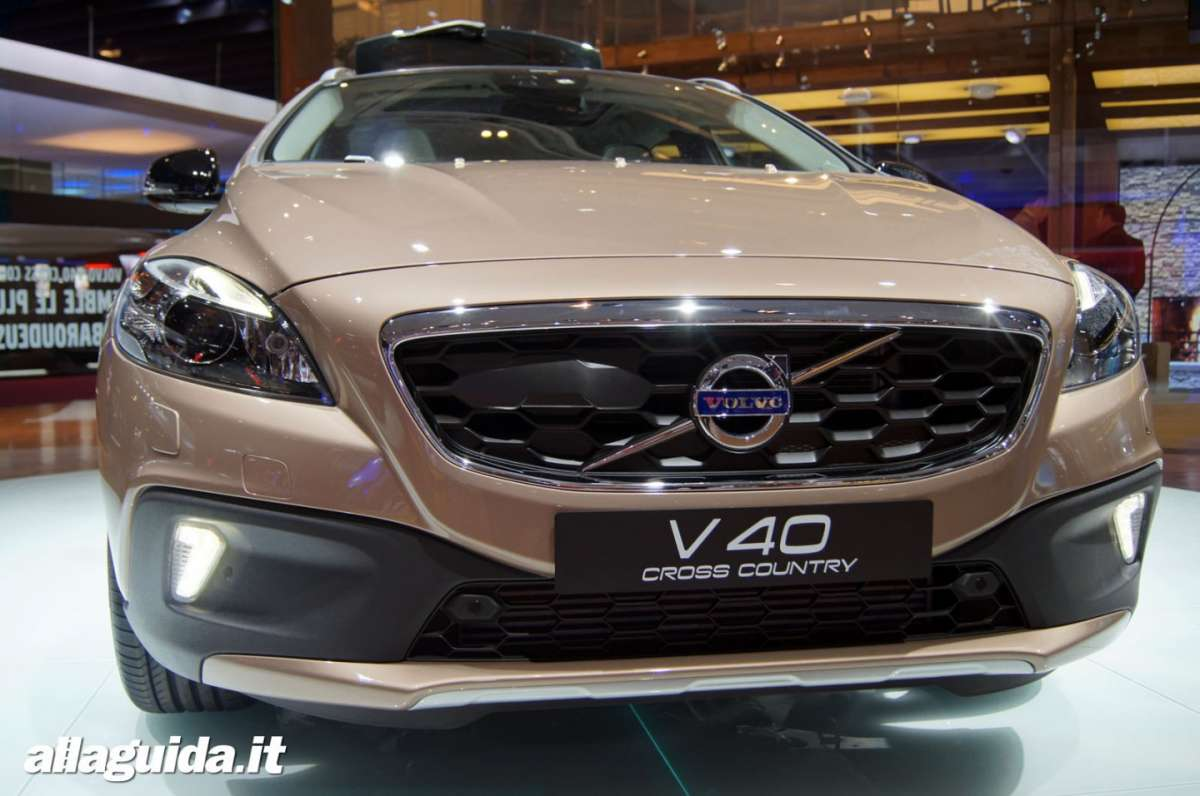 Volvo V40 Cross Country, Salone di Parigi 2012 - 02