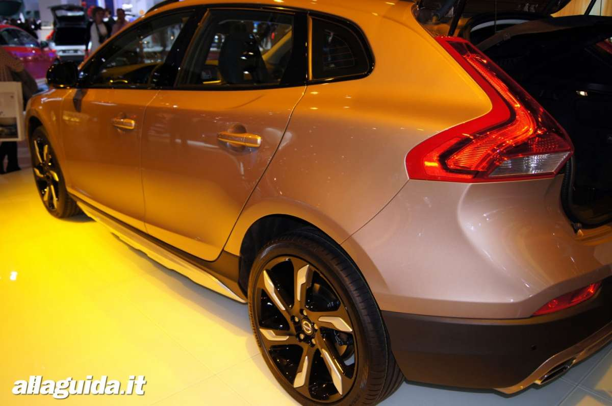 Volvo V40 Cross Country, Salone di Parigi 2012 - 04