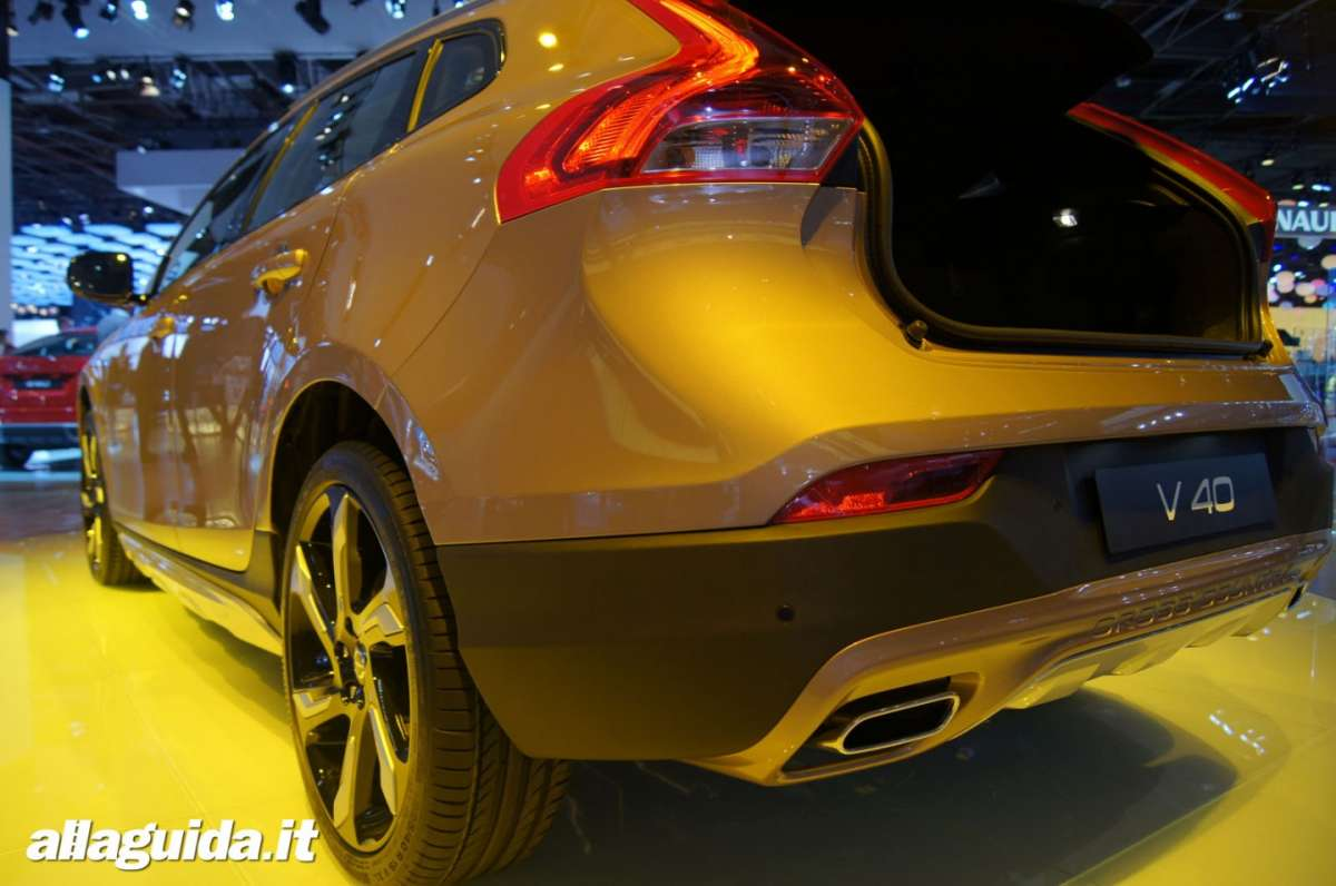 Volvo V40 Cross Country, Salone di Parigi 2012 - 07