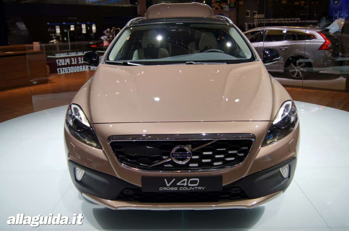 Volvo V40 Cross Country, Salone di Parigi 2012 - 08