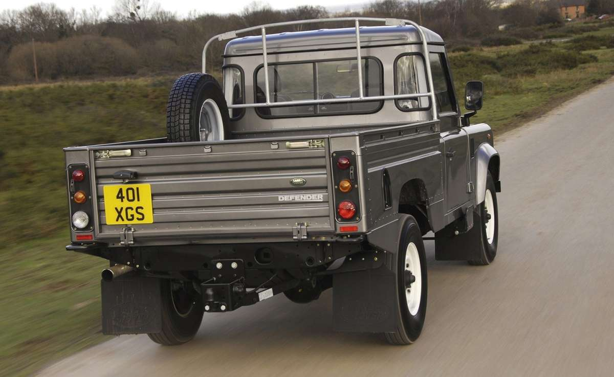 Land Rover Defender Pick Up posteriore