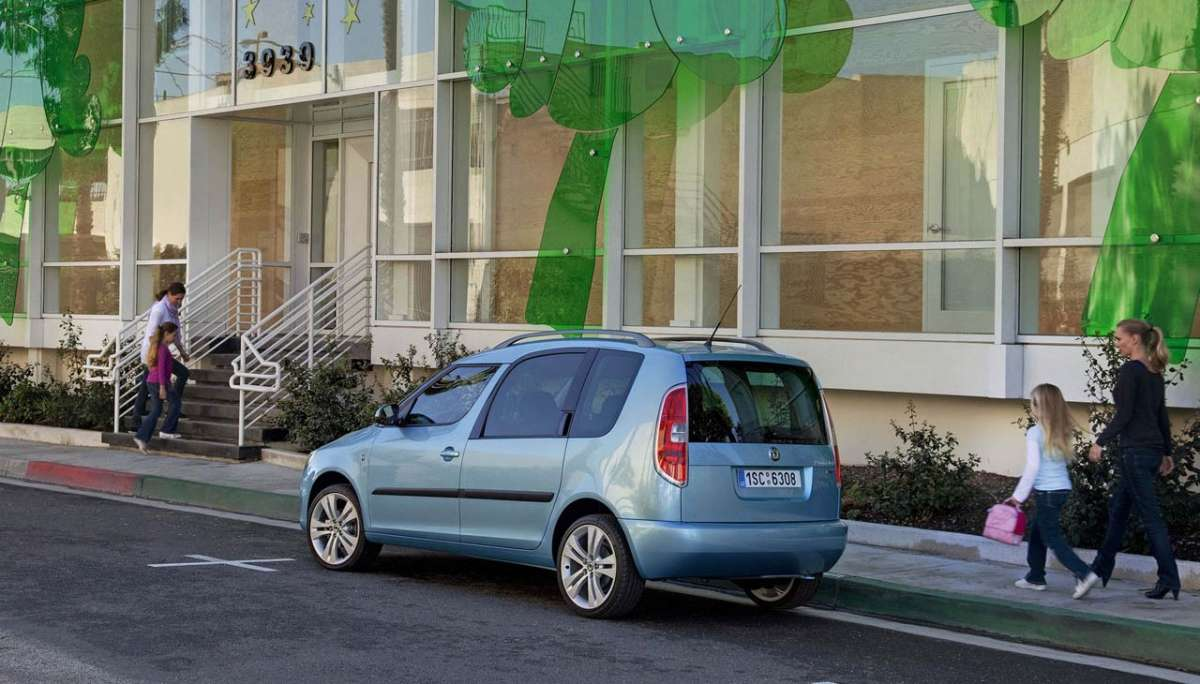 Skoda Roomster 2012 laterale posteriore