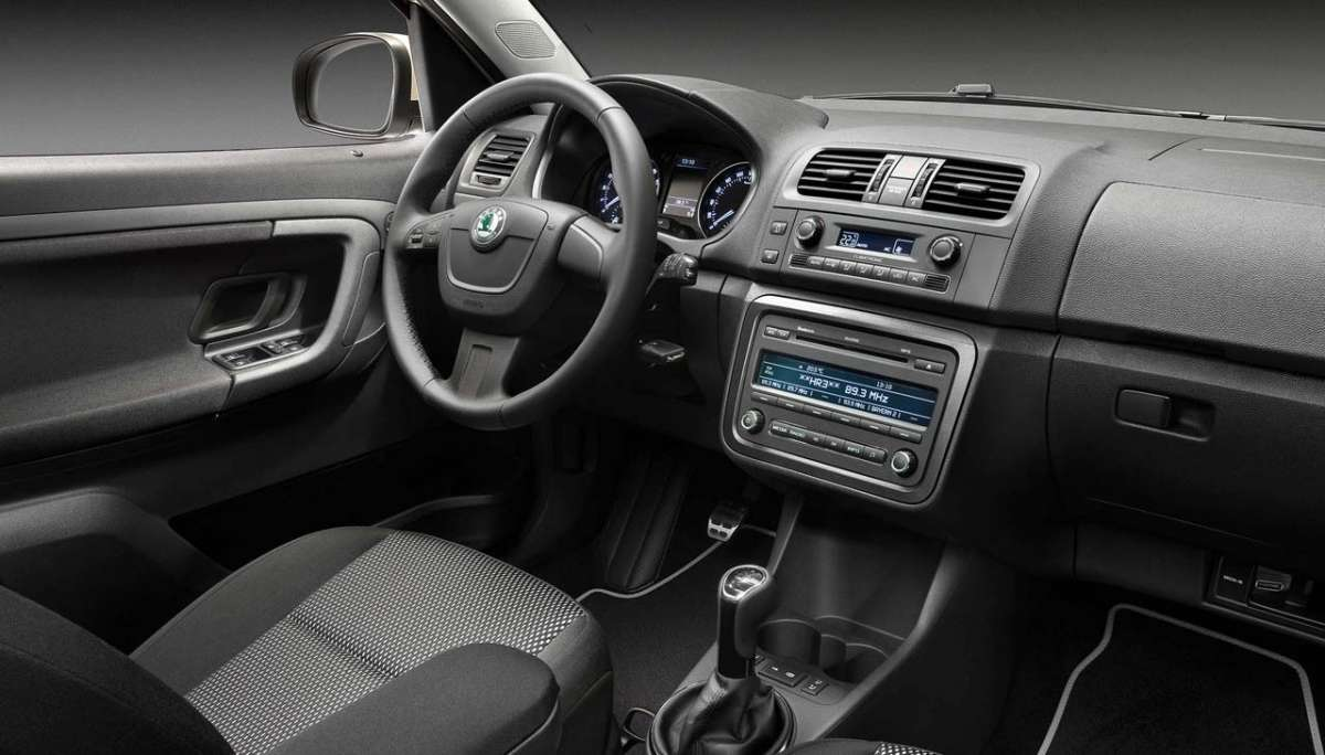 Skoda Roomster 2012 Scout dentro