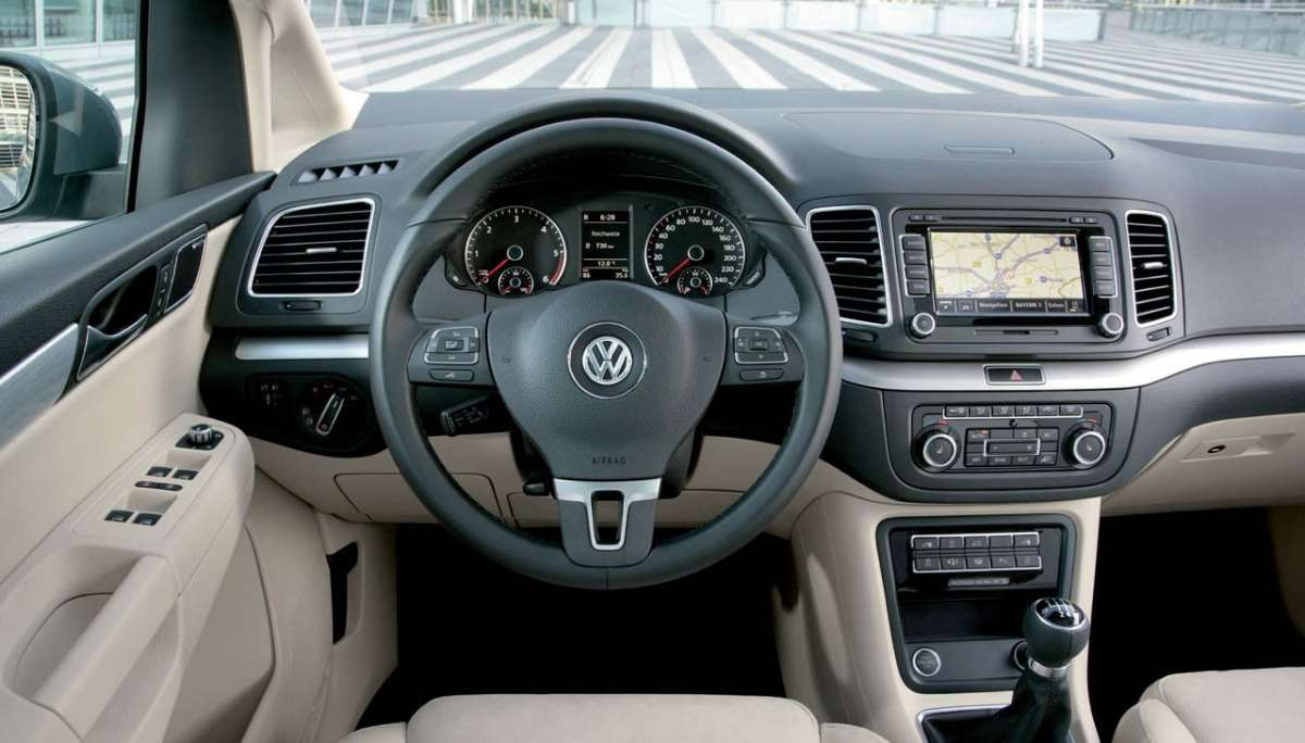 Volkswagen Sharan 2012 dentro