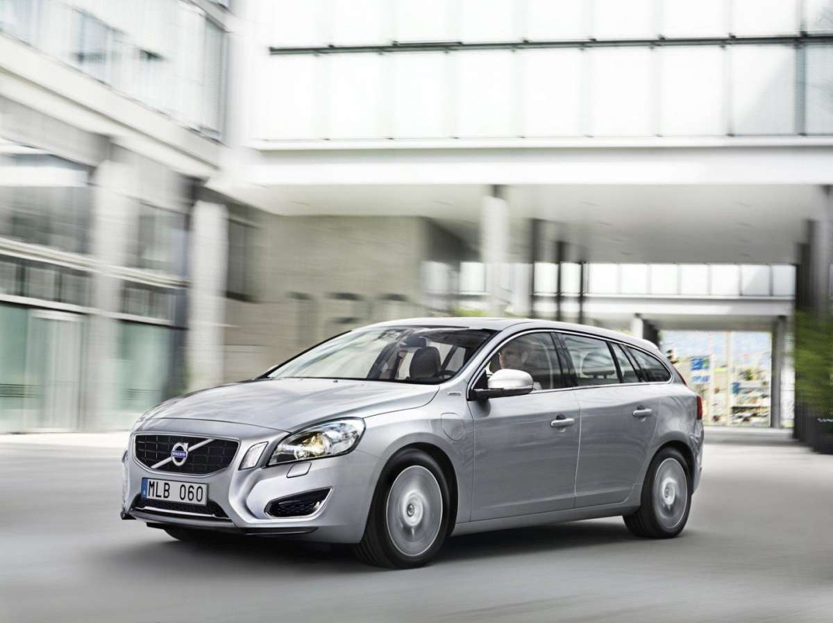 Volvo V60 Plug-In Hybrid Pure Limited frontale