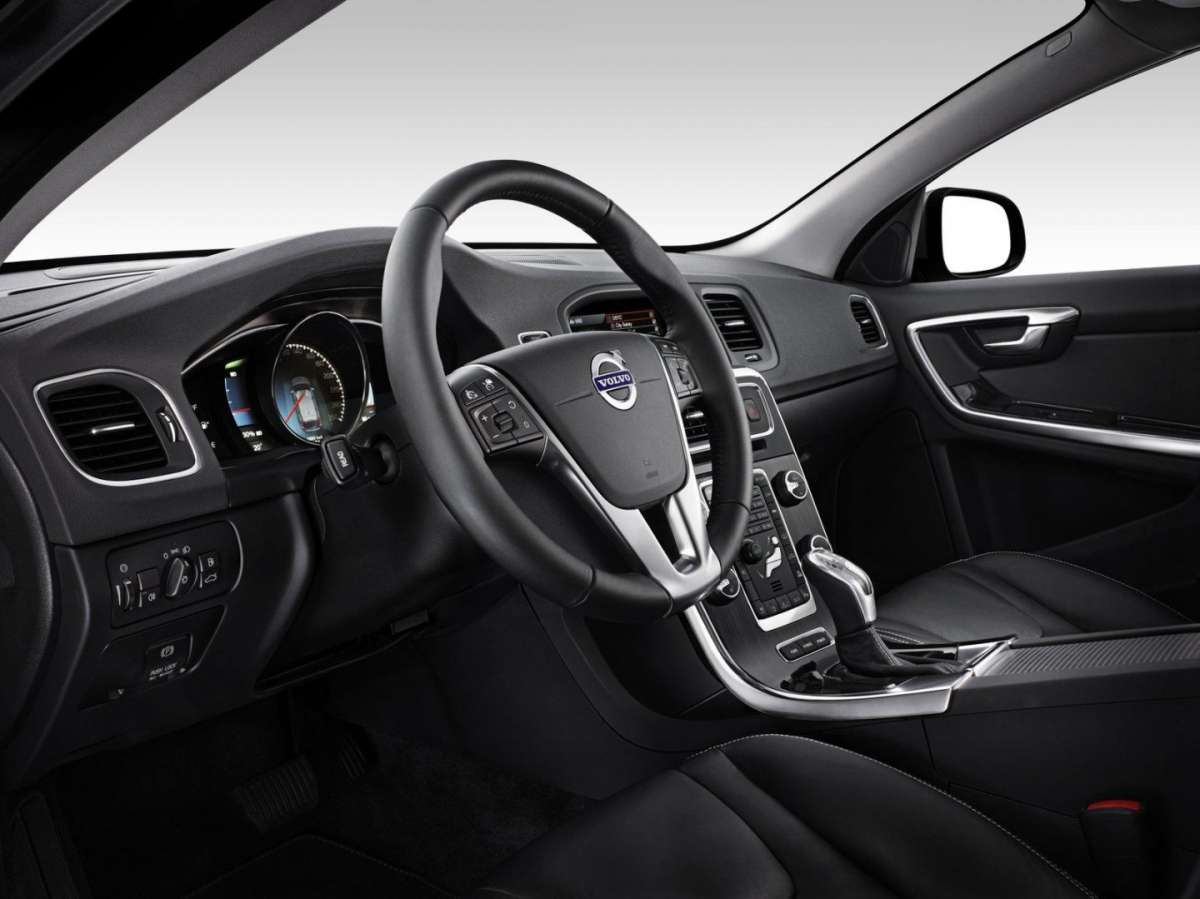Volvo V60 Plug-In Hybrid Pure Limited interno