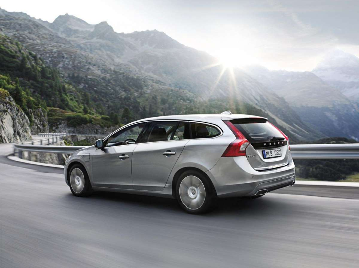 Volvo V60 Plug-In Hybrid Pure Limited laterale