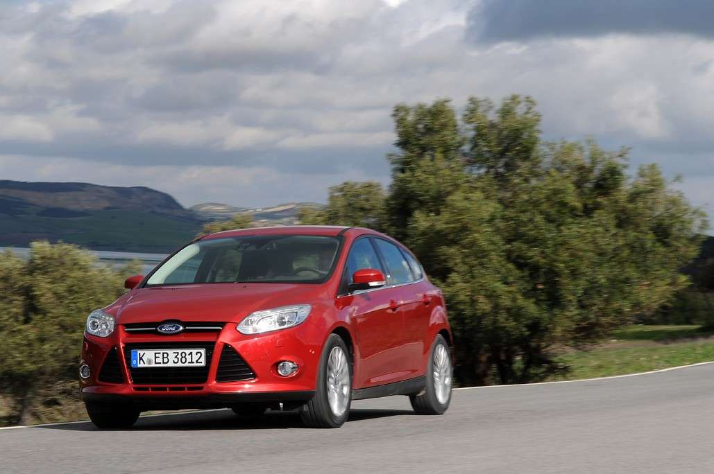 Ford Focus 2011 frontale (2)