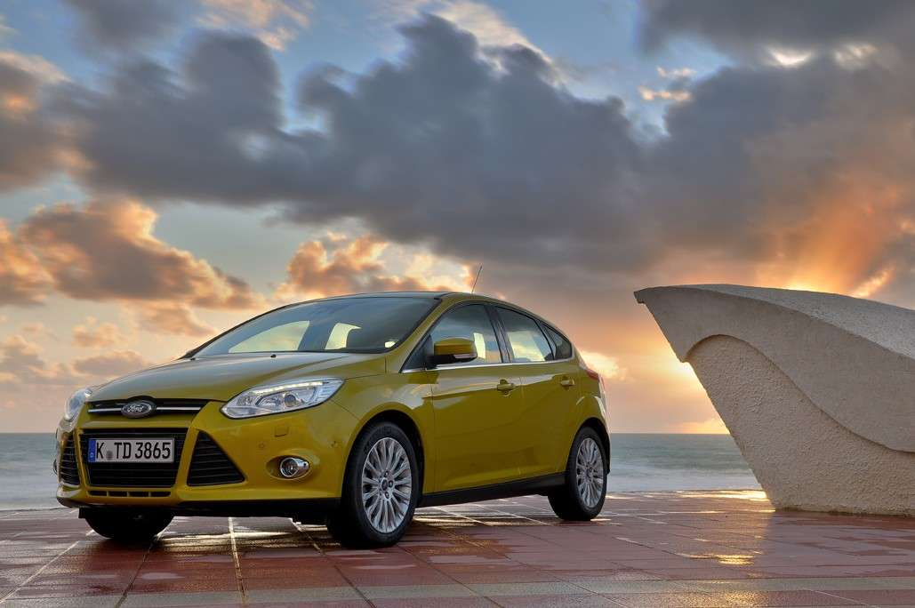 Ford Focus 2011 oro frontale