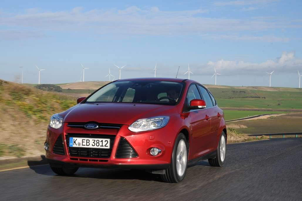 Ford Focus 2011 rossa frontale
