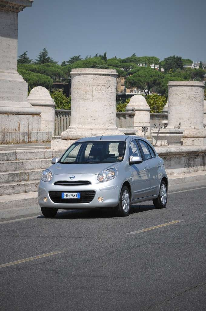Nissan Micra-laterale sinistra