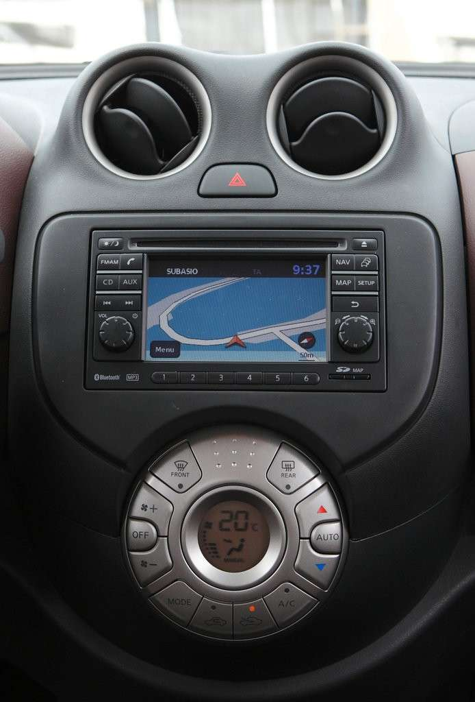 Nissan Micra-consolle centrale