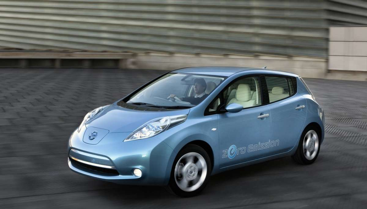 Nissan Leaf laterale anteriore