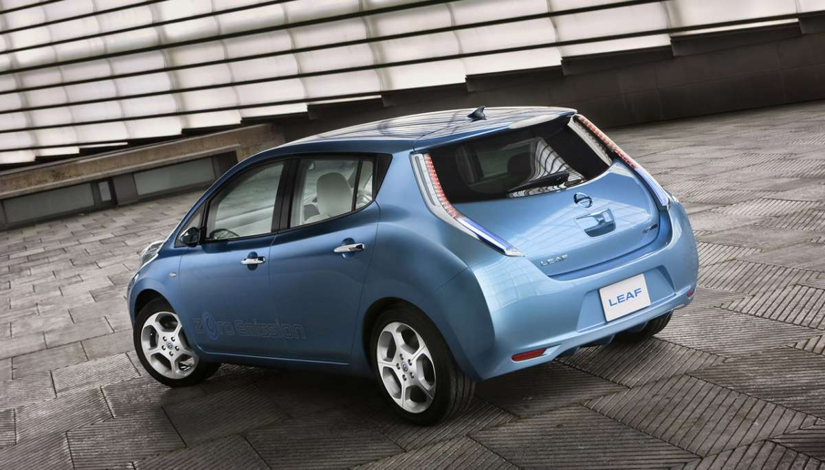 Nissan Leaf laterale dietro