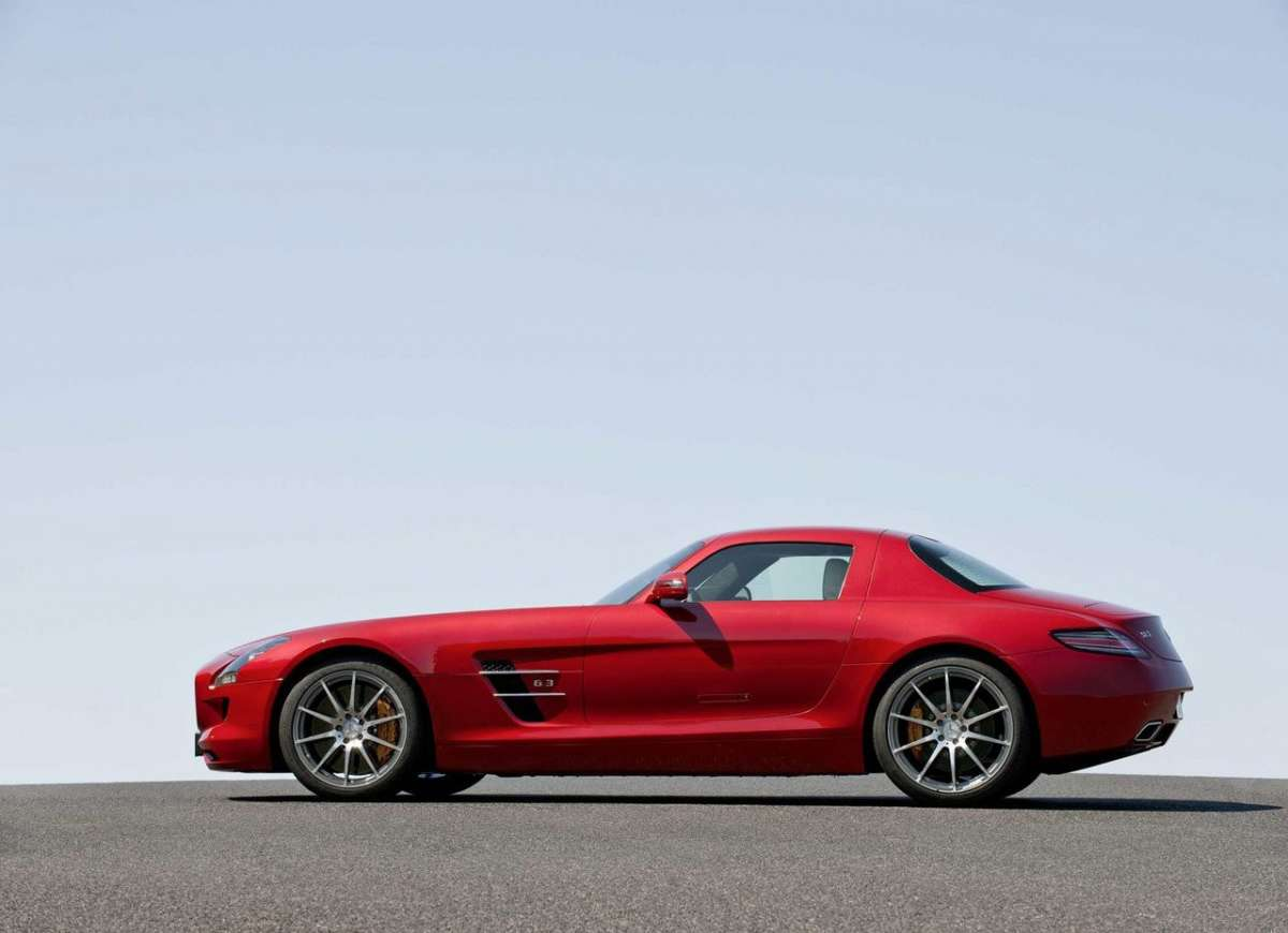 Mercedes SLS AMG laterale