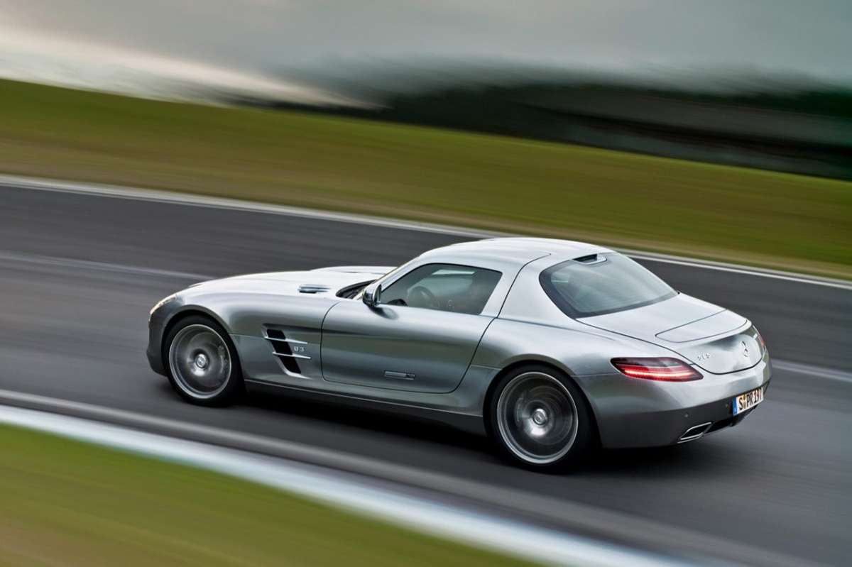 Mercedes SLS AMG vista laterale