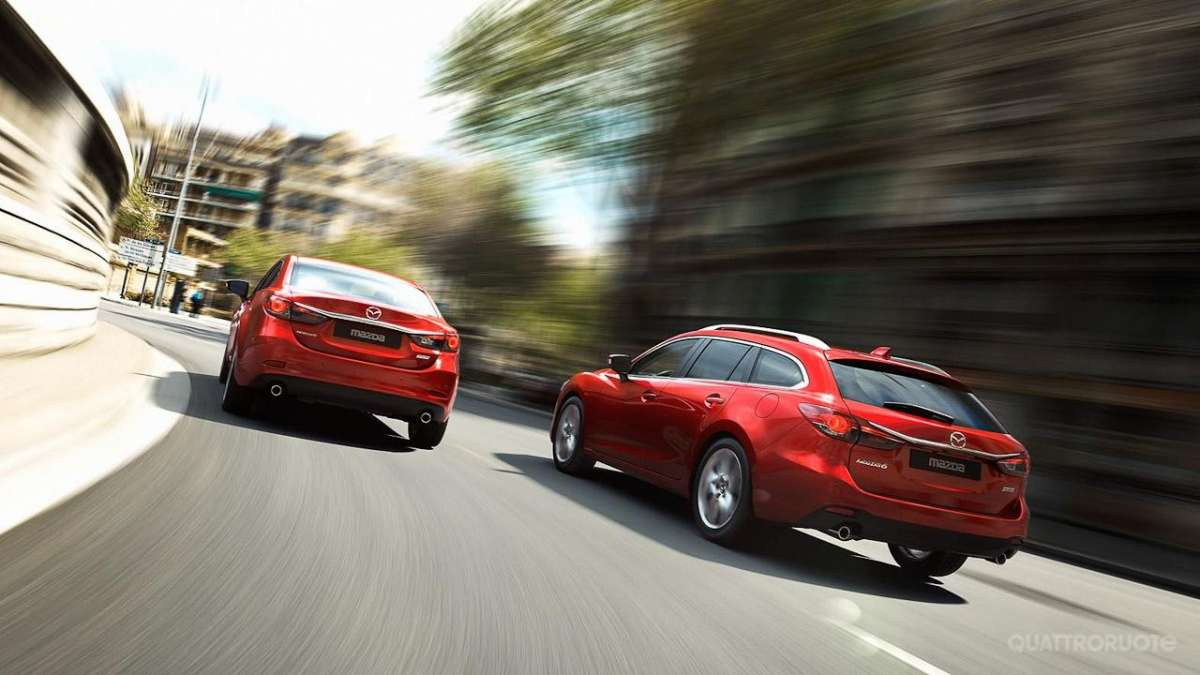 Mazda 6 Wagon-sedan e station in movimento