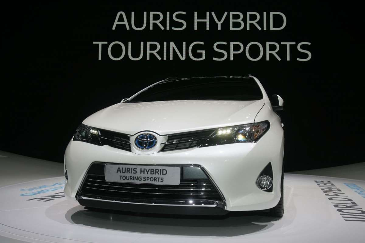 Toyota Auris Touring Sports, frontale