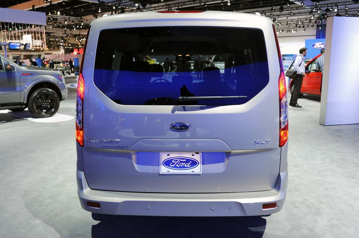 Ford Turneo Connect dietro