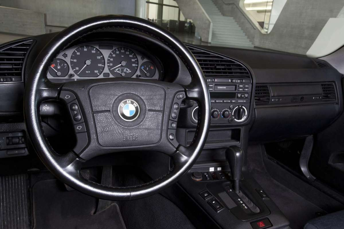 BMW 325 Electric interni