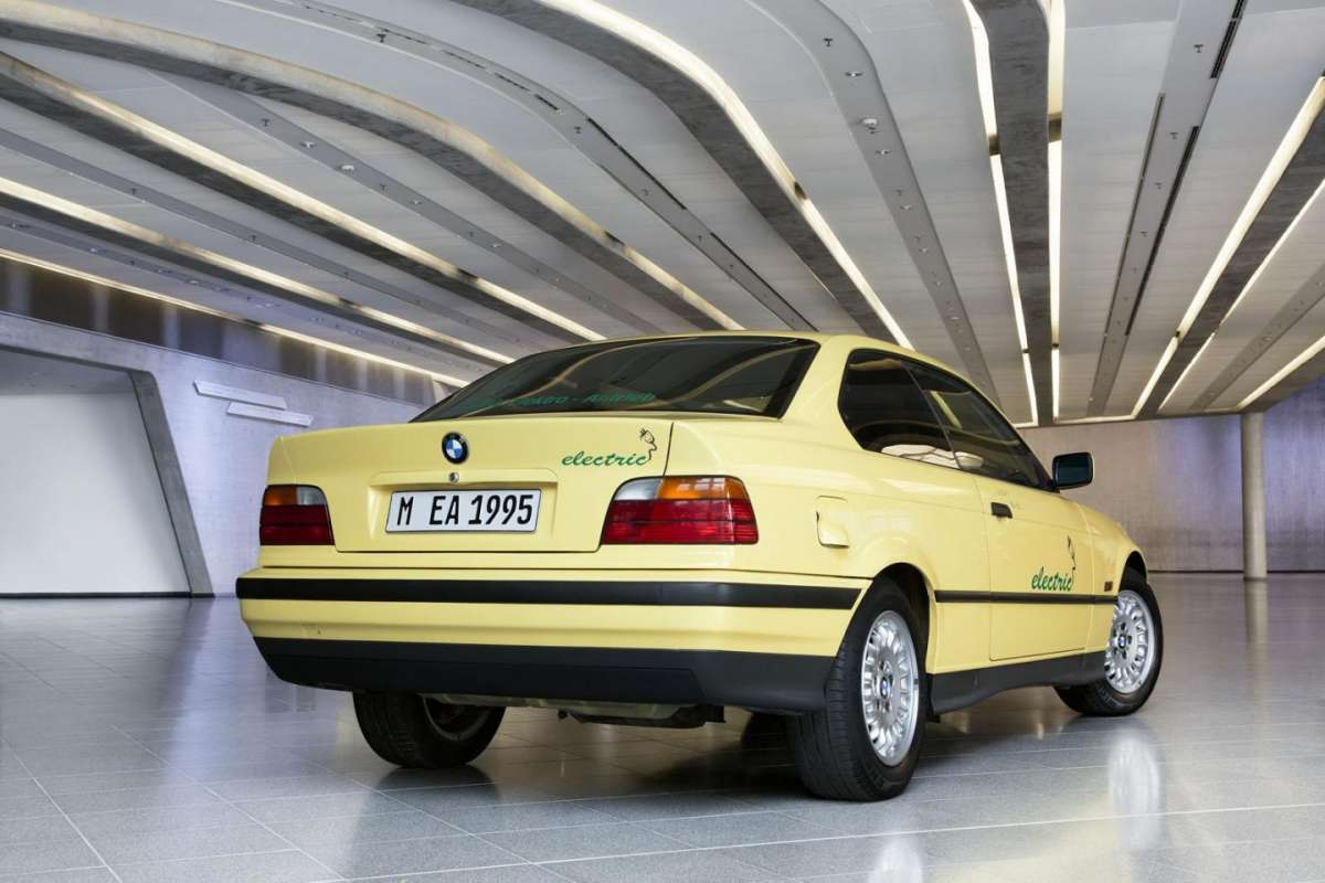 BMW 325 Electric posteriore
