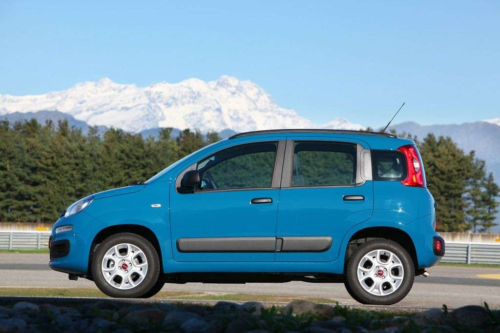 Nuova Fiat Panda 2012 Natural Power fiancata