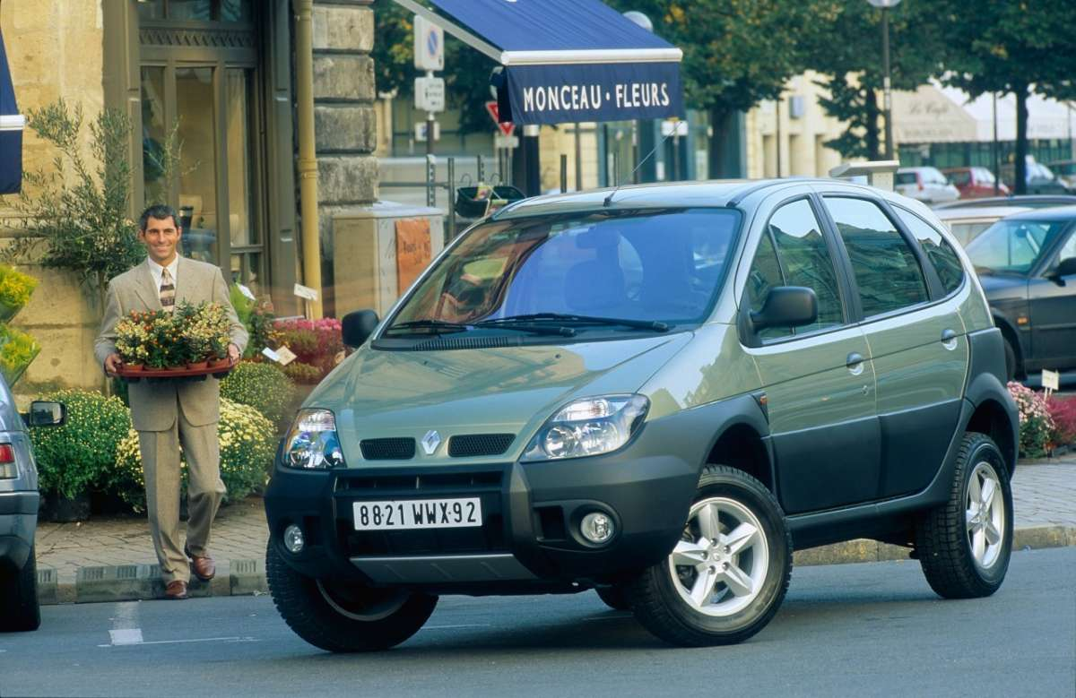 Renault Scenic RX4 color champagne
