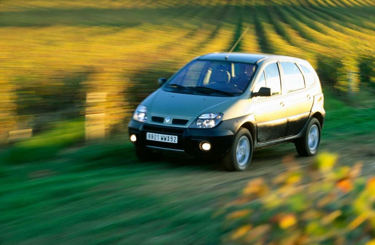 Renault Scenic RX4 frontale 3