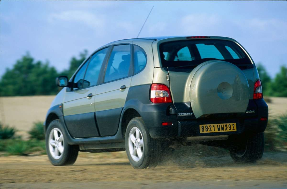 Renault Scenic RX4 in offroad