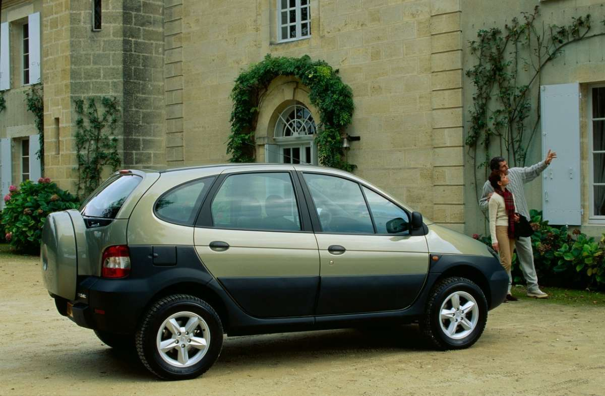 Renault Scenic RX4 laterale 3