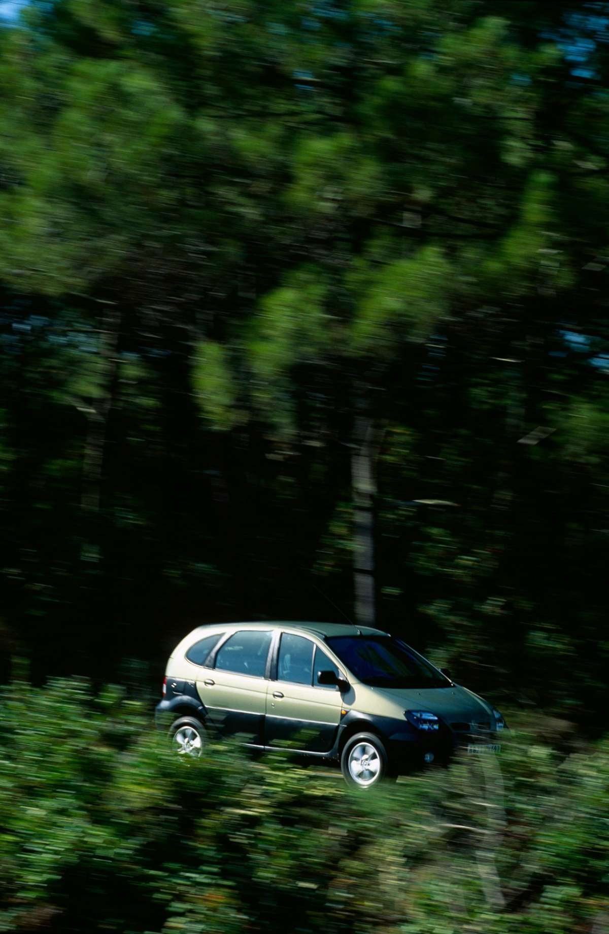 Renault Scenic RX4 laterale 4