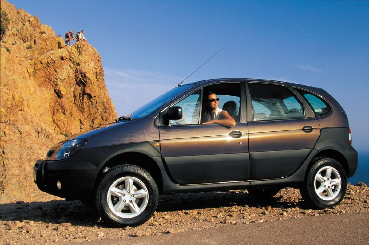 Renault Scenic RX4 laterale 5