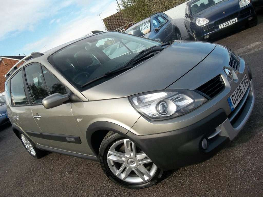 Renault Scenic Conquest color champagne
