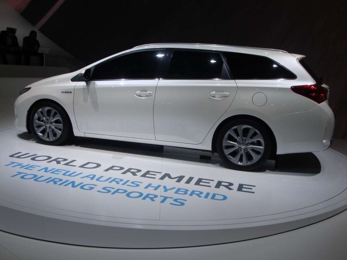 Toyota Auris Touring Sports hybrid laterale