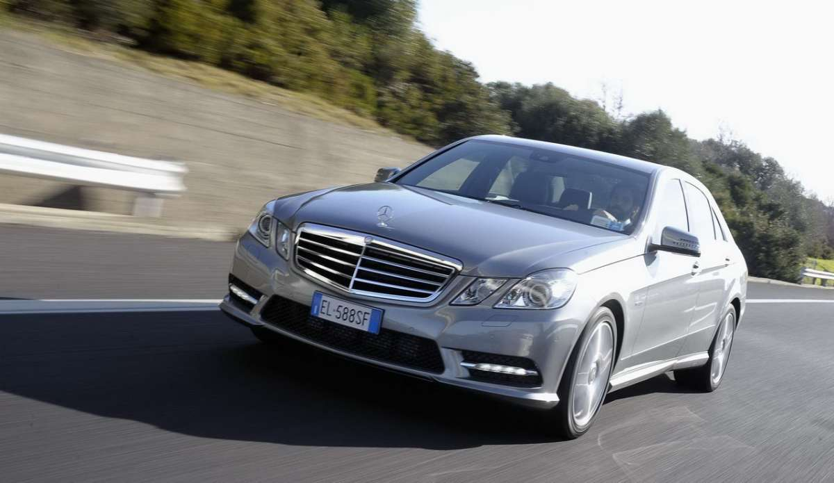 Mercedes Benz E 200 NGT BlueEFFICIENCY Executive frontale