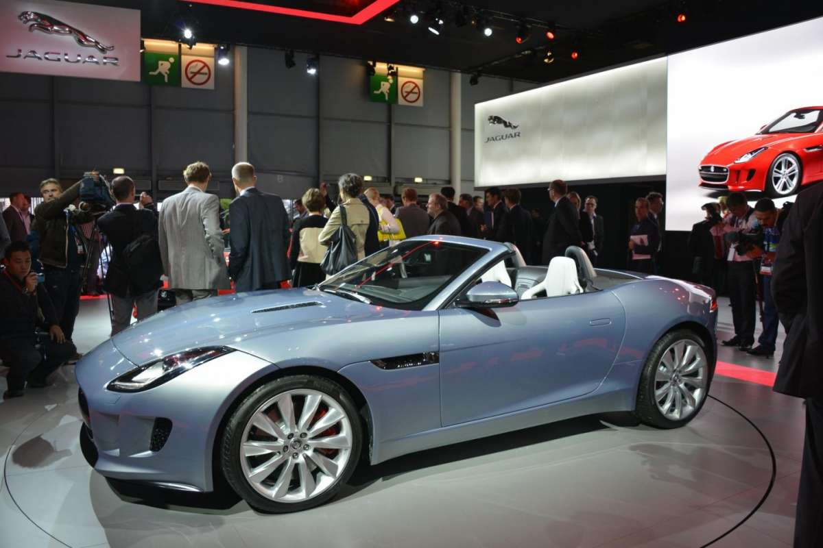 Jaguar F-Type, Salone di Parigi 2012