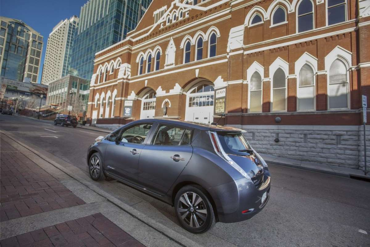 Nissan Leaf laterale