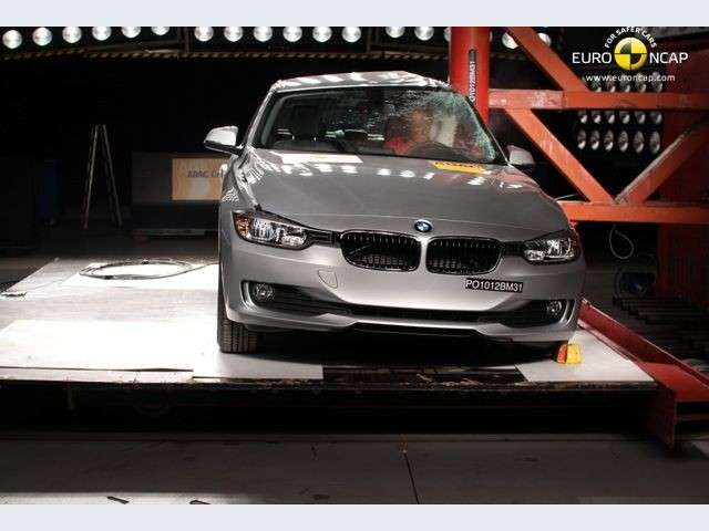 Bmw Serie 3 test laterale palo