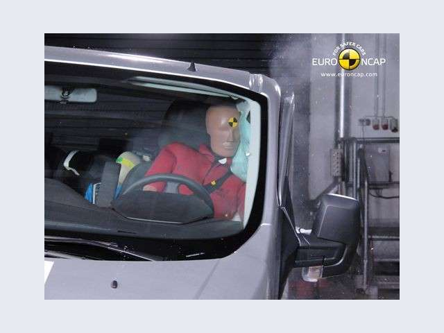 Ford Transit Custom test laterale